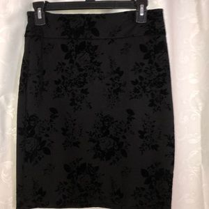 Flower patterned pencil skirt